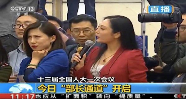 Watch wonderfully rude Chinese reporter roll her eyes in disgust when another reporter asks a question