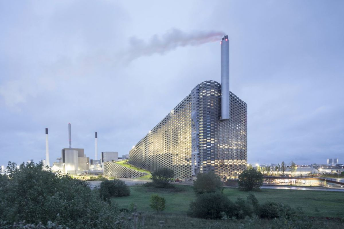 Power plant looks like it's holding a giant cigarette (and features its own year-round ski slope)