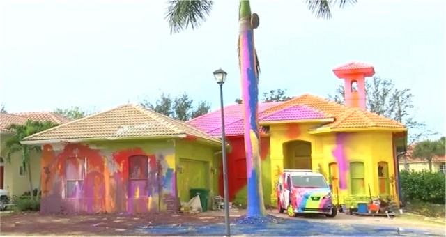 Neighbors sue over Florida man's wild multicolored, spray-painted home