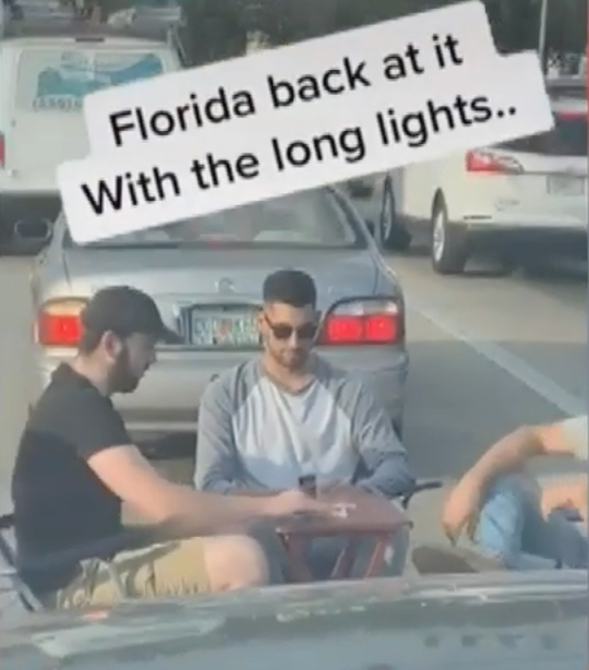Florida men play Uno in the road during a red light