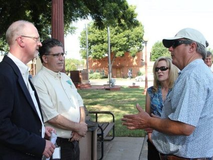 Texas Farmer Terry Henderson and his wife meet with BLM officials in Clay County, Texas. (Photo: Texas Farm Bureau/Jessica Domel)
