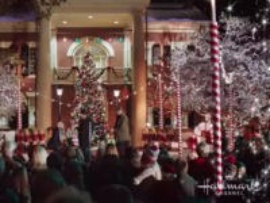 Image result for Homeowners' Association Forces Pennsylvania Family to Remove 'Offensive' Christmas Display