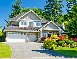 Selling your home? Make sure to landscape © Romakoma/Shutterstock.com