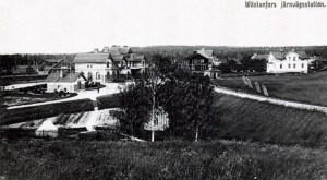 Västanfors station med hyttspåret till höger på bilden