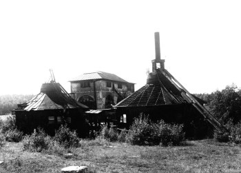 Rostugnarna efter nedläggningen av hyttan