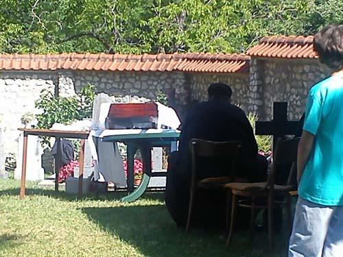 Manastir Ćelije 2014 iskopavanje moštiju Sv Justina Novog Ćelijskog 0002