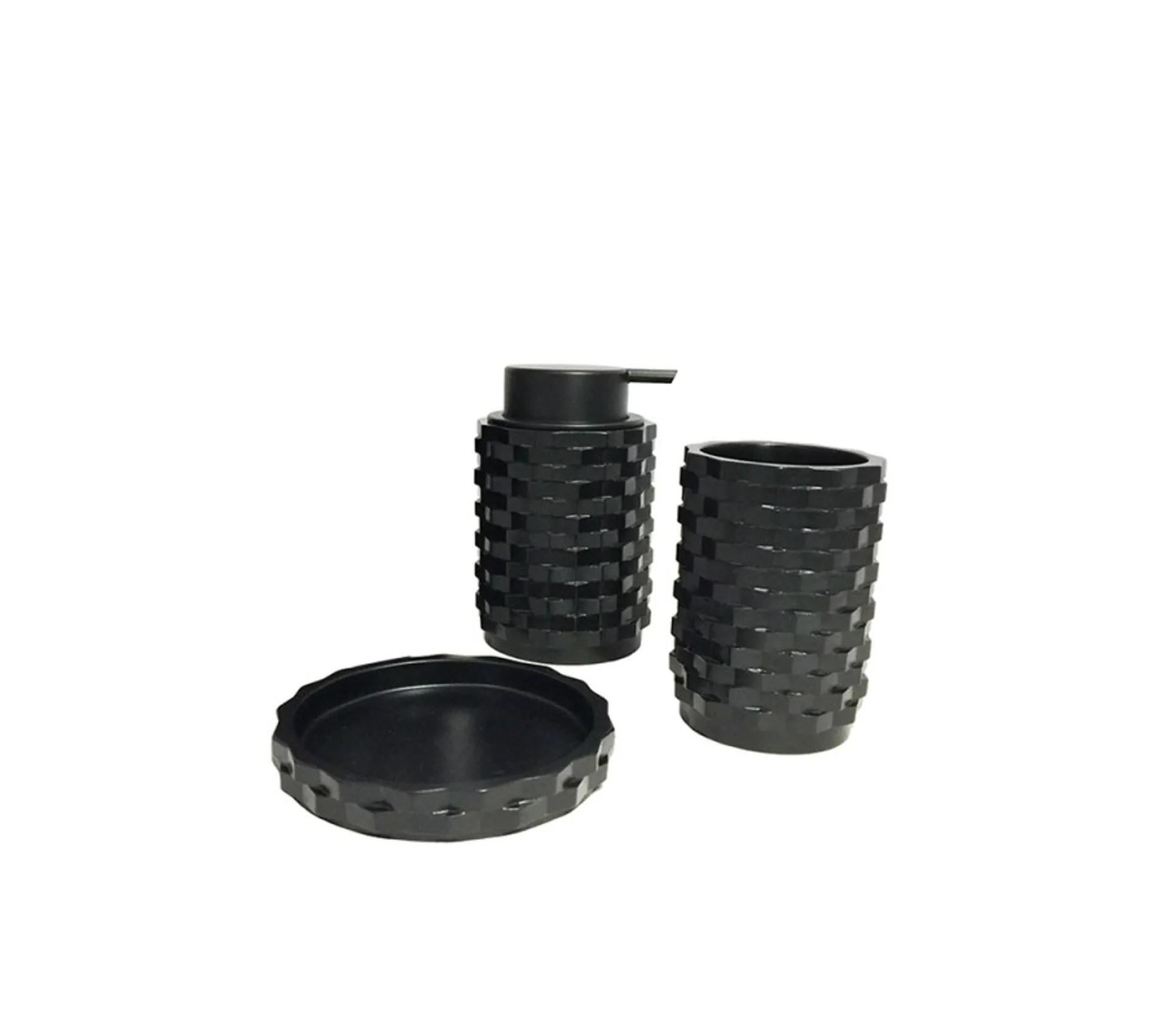 https www but fr produits 3700966431111 set 3 accessoires salle de bain noir wendy html