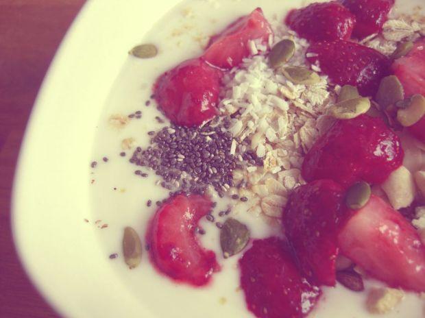 yoghurt med musli och chiafrön