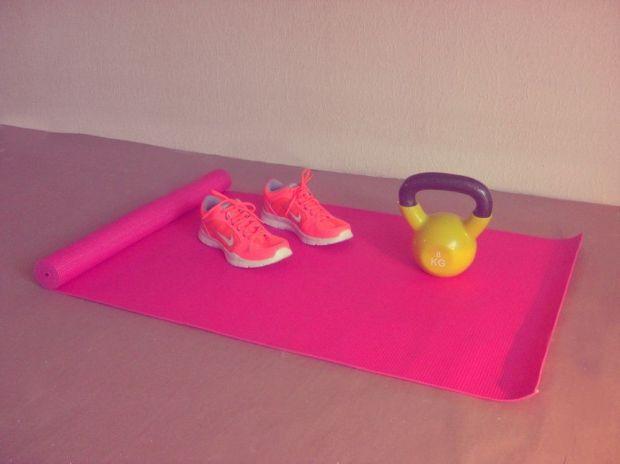 yogamatta och kettlebell rusta Nike W Flex TR4
