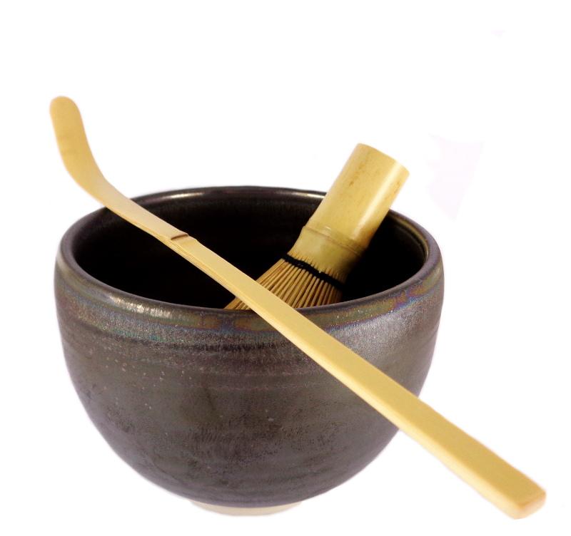 coffret de preparation du the matcha japonais en poudre bol fouet cuillere modele sakura irise