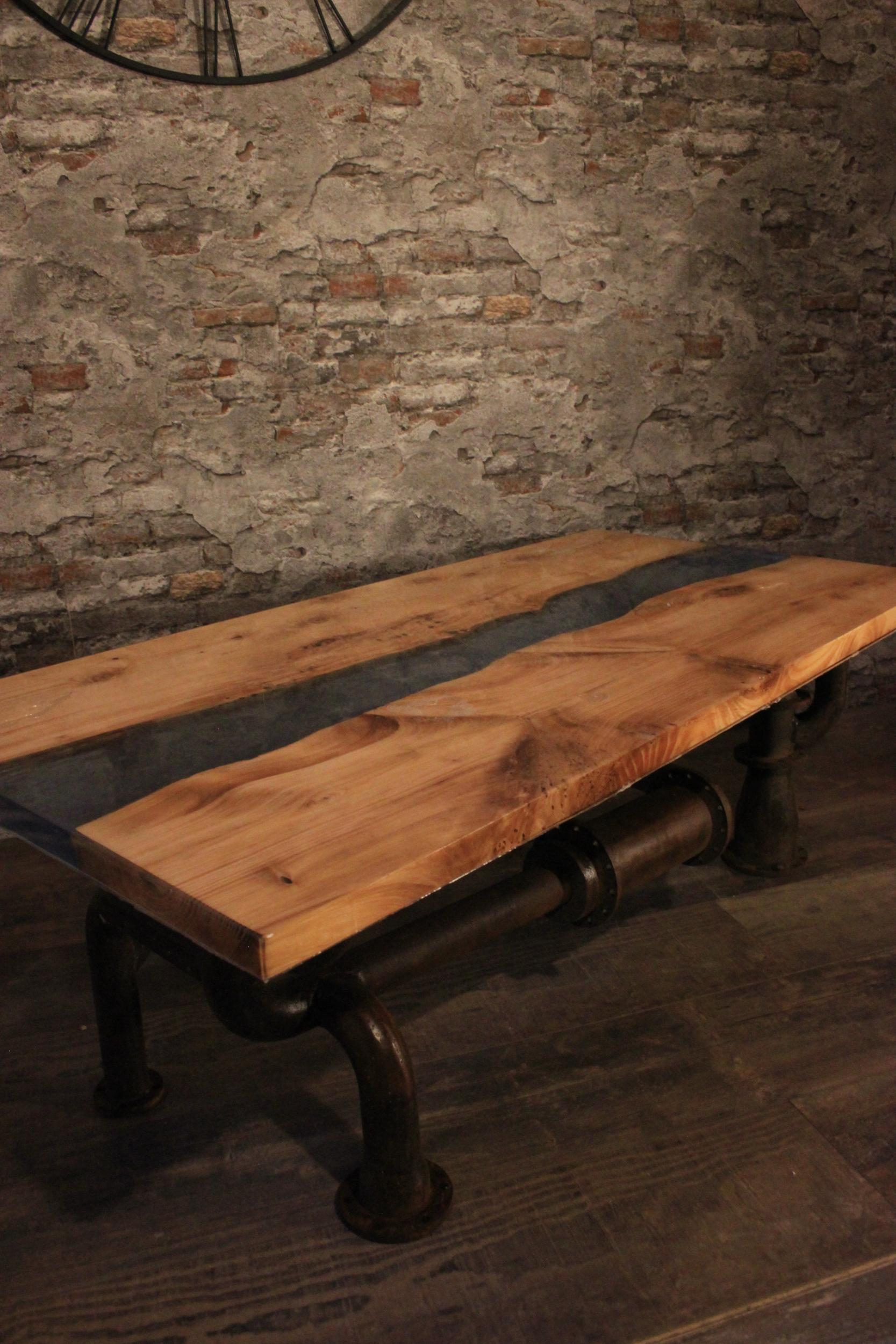 table basse style industriel avec river