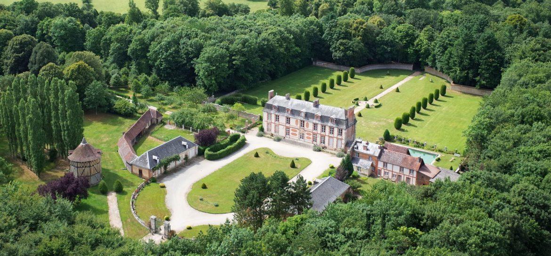 L'histoire intime du château de Villers en Ouche aujourd'hui vue ciel
