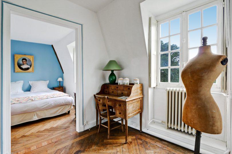 découvrir le patrimoine historique de la EURE-ET-LOIR en séjournnant dans la chambre bleue du chateau de bouthonvilliers