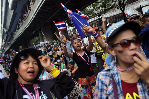 Thai Protesters Reject Talks as Yingluck Survives Censure