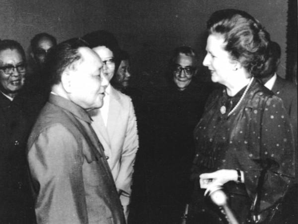 鄧小平與戴卓爾在1982年會面,談及香港前途問題