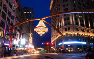 Playhouse Square S Chandelier Succeeds As An Instant Icon For Cleveland Theater District