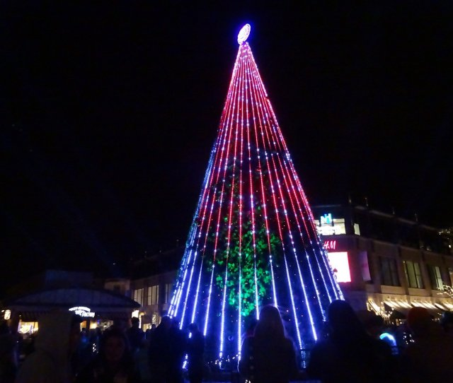 Crocker Park Lights Up For The Holidays
