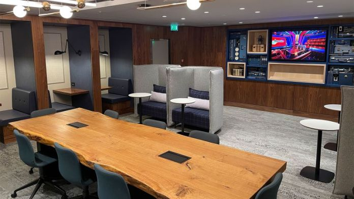 The workspace area of the lounge.
