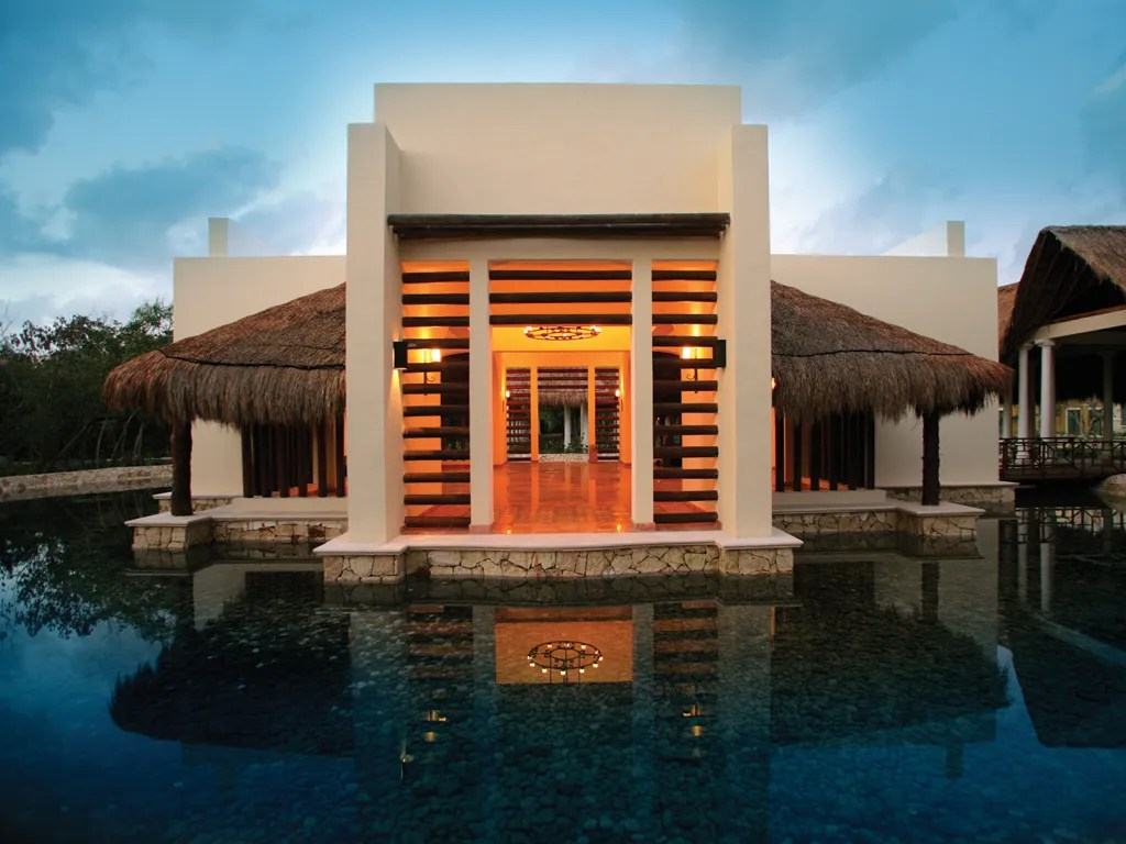 Valentin Imperial Maya Puerto Morelos Quintana Roo