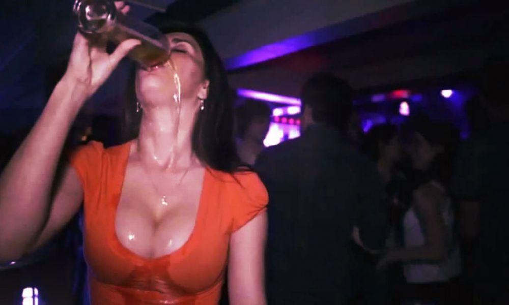 https://i1.wp.com/media.collegetimes.com/YToyOntzOjQ6ImRhdGEiO3M6MjUwOiJhOjQ6e3M6MzoidXJsIjtzOjEyNDoiaHR0cDovL3MzLWV1LXdlc3QtMS5hbWF6b25hd3MuY29tL3N0b3JhZ2UucHVibGlzaGVycGx1cy5pZS9tZWRpYS5jb2xsZWdldGltZXMuY29tL3VwbG9hZHMvMjAxNS8wMS9zZXh5LWRyaW5raW5nLTEwMjR4NTM1LmpwZyI7czo1OiJ3aWR0aCI7aToxMDAwO3M6NjoiaGVpZ2h0IjtpOjYwMDtzOjc6ImRlZmF1bHQiO3M6NDE6Imh0dHA6Ly93d3cuY29sbGVnZXRpbWVzLmNvbS9pL25vSW1hZ2UucG5nIjt9IjtzOjQ6Imhhc2giO3M6NDA6ImMxNzgzNGEyM2E1ZTY0Y2MwOGIwOWJiYzY4N2E4MDAxOWJmNGM0N2EiO30=/shots-shots-shots-what-a-girls-drink-says-about-her.jpg