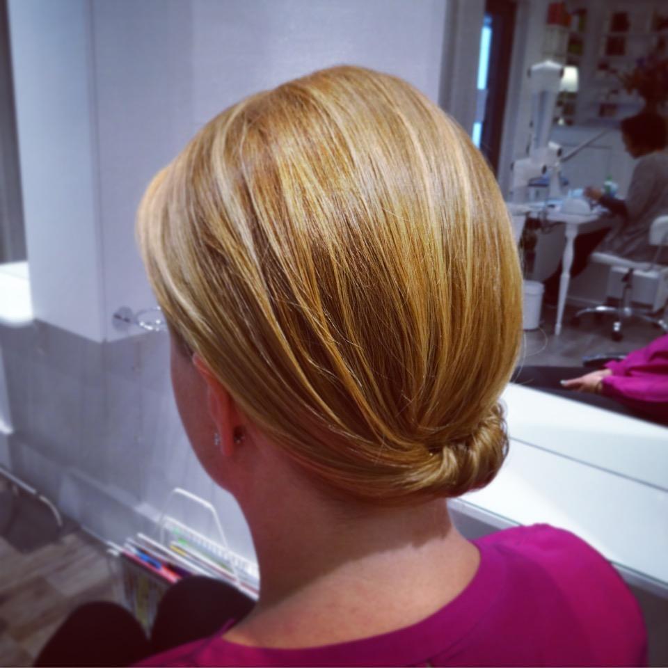 Annas fina festfrisyr...en enkel håruppsättning.