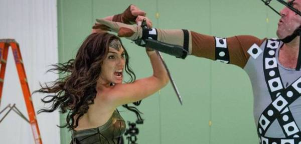 8 Reasons Why Gal Gadot Will Be an Awesome Wonder Woman ...