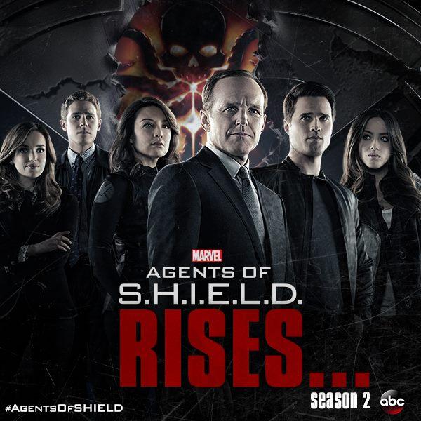 Imatge promocional de la segona temporada de MARVEL's Agents of S.H.I.E.L.D., on es veuen els personatges principals de la sèrie