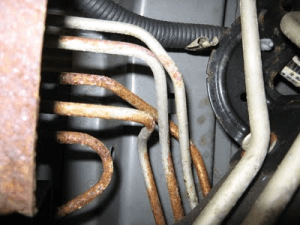 Consumers plain of corroded brake lines in older GM trucks
