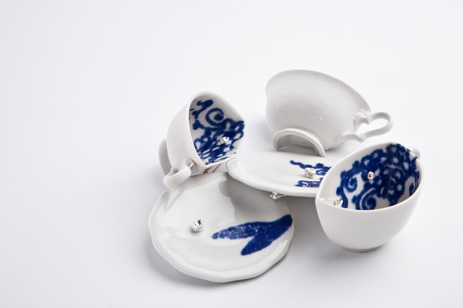Pia Pasalk - Brooches. Porcelain, sterling silver
