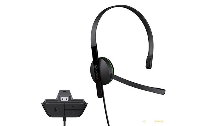 [Updated] The Xbox One now includes a headset 4