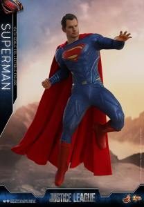 Hot Toys JL Superman (10)