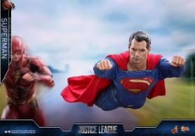 Hot Toys JL Superman (25)
