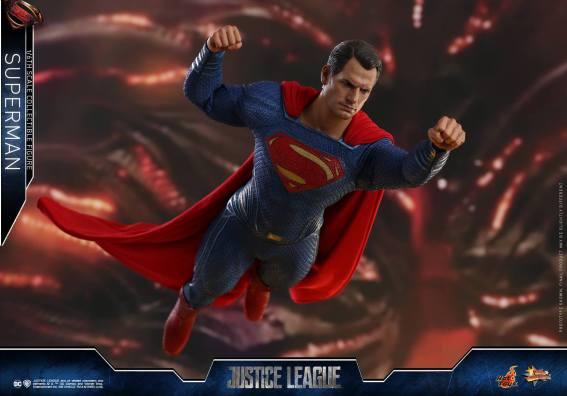 Hot Toys JL Superman (7)