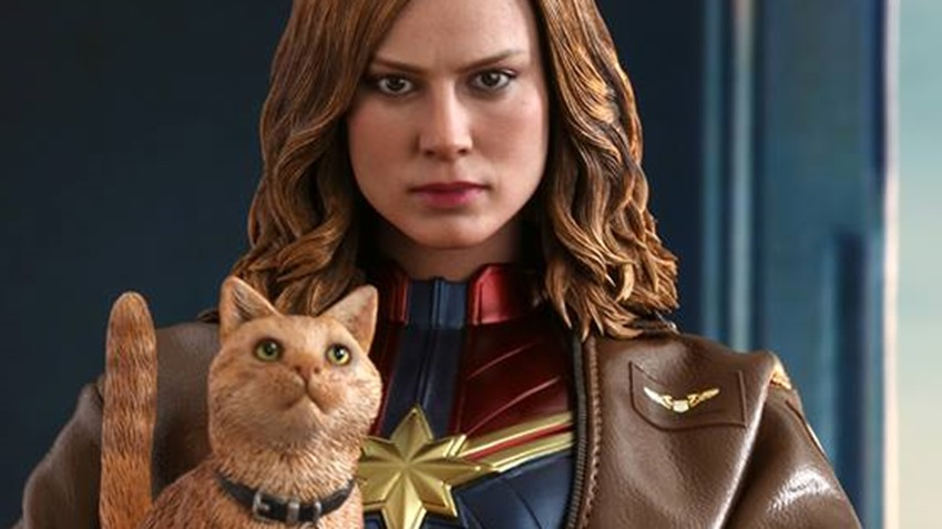 Hot Toys Goose the Cat even comes with a Captain Marvel accessory 8