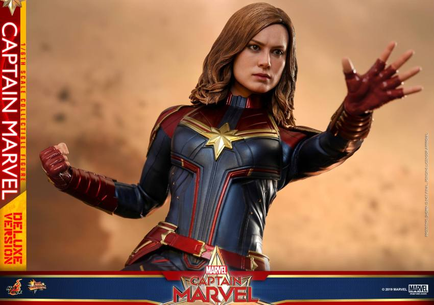 Hot Toys Goose the Cat even comes with a Captain Marvel accessory 35