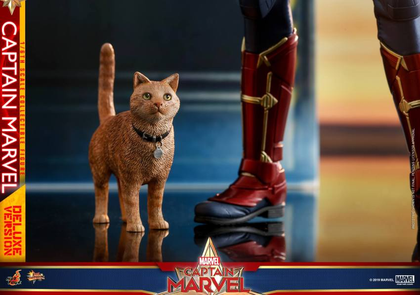 Hot Toys Goose the Cat even comes with a Captain Marvel accessory 20