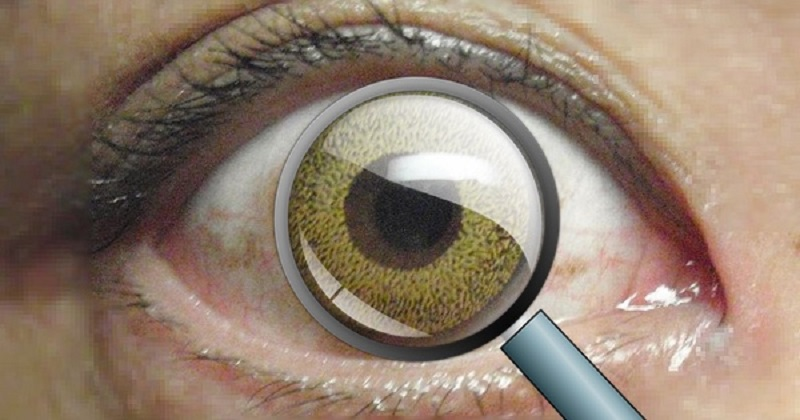 Scientists have created a contact lens that lets you zoom in by blinking 3