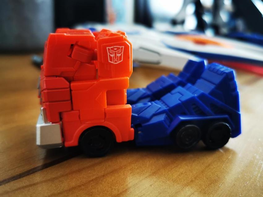 Transformers Cyberverse Spark Armour Optimus Prime Review 25