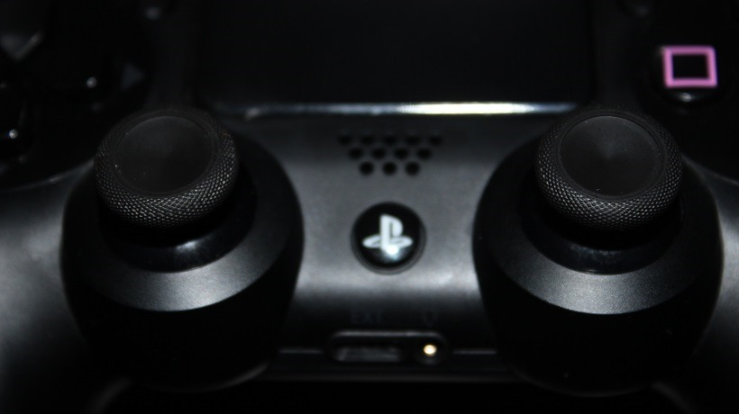 Dualshock 4 with Xbox One parts - Yeah, it's possible