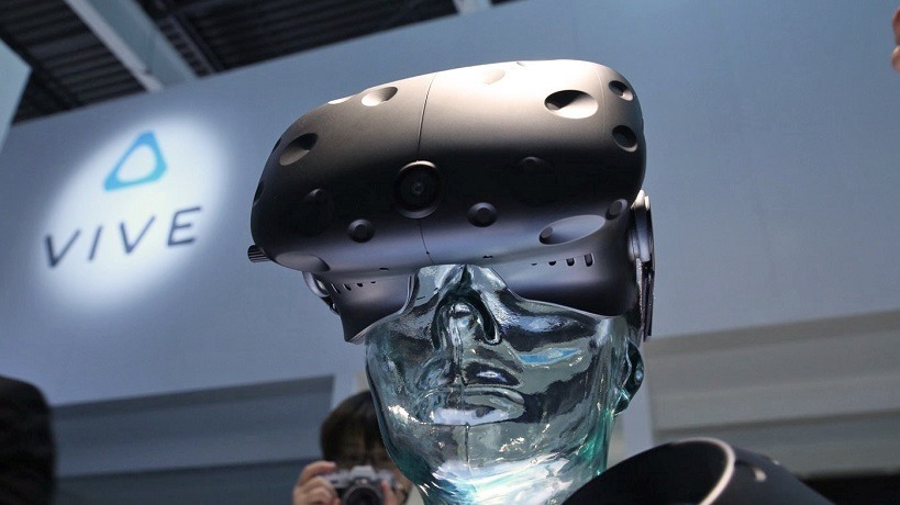 HTC Vive sells well as pre-orders go live