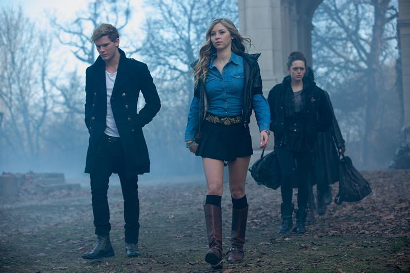 Fallen Review (DVD) – An eye-rollingly unoriginal Twilight knock-off 5