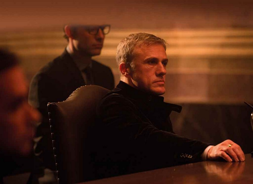 Finally! Daniel Craig has officially confirmed he will return as James Bond! 4