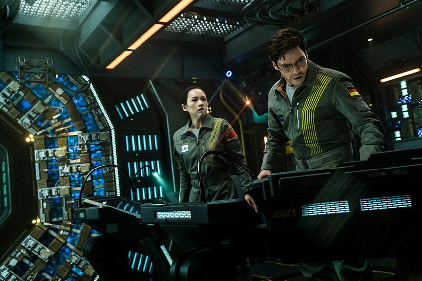 The Cloverfield Paradox review - The franchise's most ambitious entry is also its worst by far 9