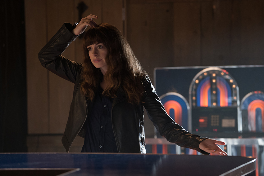Colossal Review – a surprising sci-fi rom-com thriller monster movie mash-up 6