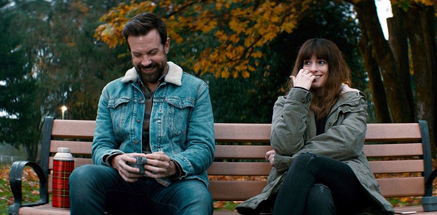 Colossal Review – a surprising sci-fi rom-com thriller monster movie mash-up 7