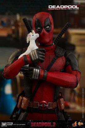 Hot Toys Deadpool (5)