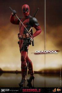 Hot Toys Deadpool (6)