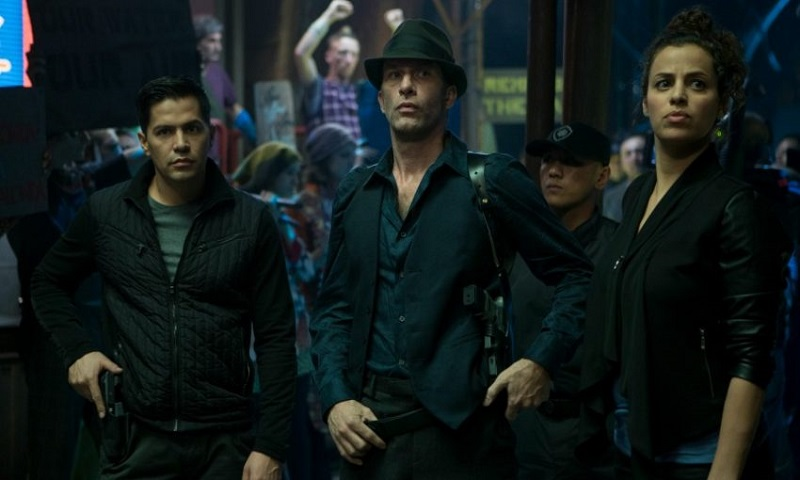 The Expanse showrunner talks about the rescued sci-fi show's move to Amazon 7