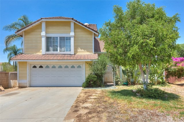 Great pool home! This 4 bedroom 3 bath home has a bonus room that could be used as 5th bedroom. Kitchen has been completely remodeled with new cabinets, granite counter tops & stainless steel range. Formal living room with fireplace, formal dining room, family room, 1 bed & bath downstairs. Large backyard with pool & spa. This one will not last!