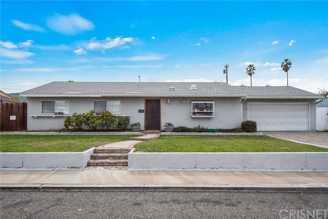 Great Location in Simi Valley West End. 4 bedrooms, 1.5 bathrooms, large living room, and huge backyard!  Eat in kitchen with solid wood cabinets and breakfast bar.  Dual paned windows, upgraded HVAC and roof make this house ready to move right in.